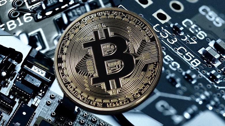 kereskedelmi órák bitcoin